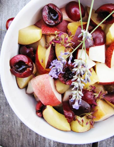 salade de fruits frais comment faire le plein de vitamines avec le meilleur des fruits frais. Black Bedroom Furniture Sets. Home Design Ideas