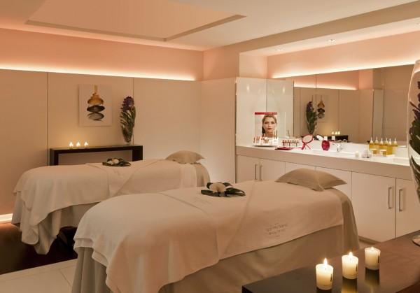 spa clarins cannes dans la peau d une star elle. Black Bedroom Furniture Sets. Home Design Ideas