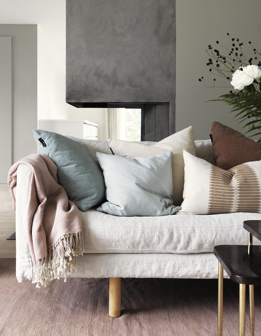 6 id es pour apporter du style son canap blanc ou tr s - Ou vendre son canape ...