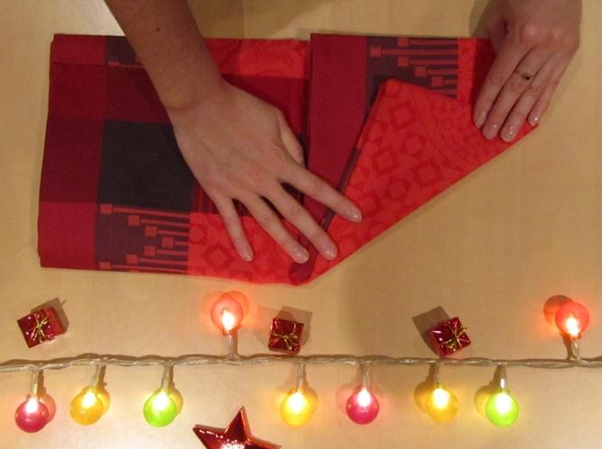 Le plus geometrique plier sa serviette comme une pyramide image