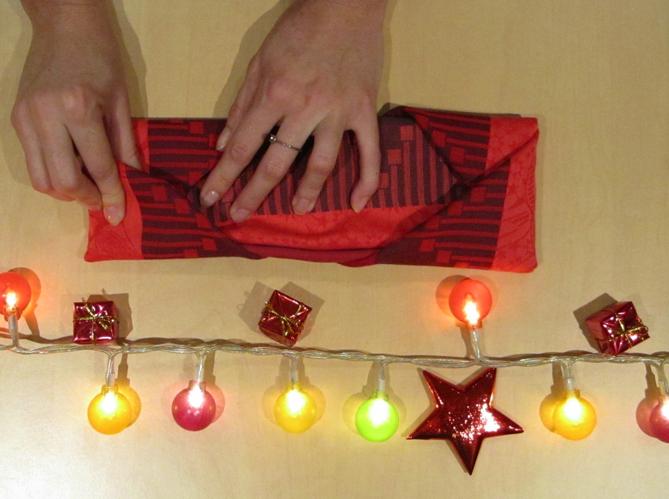 Le plus pratique plier sa serviette comme en ecrin pour ses couverts image