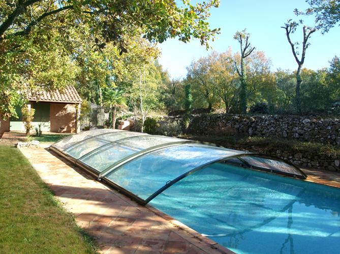Zoom sur les diff rents abris de piscine elle d coration for Verin abri piscine