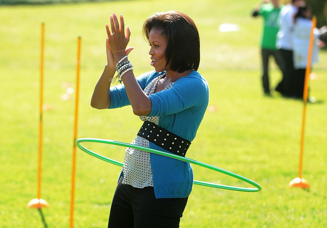 Michelle Obama pratique le Hula Hoop