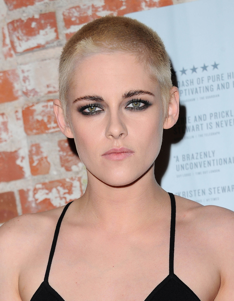 kristen stewart se rase les cheveux et a lui r ussit elle. Black Bedroom Furniture Sets. Home Design Ideas