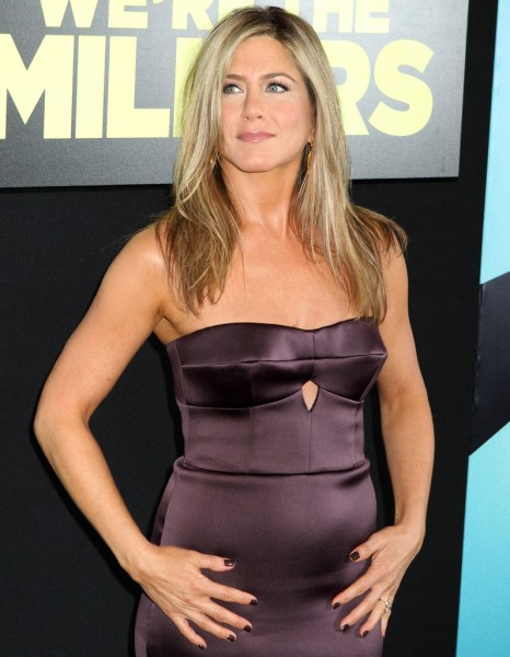 jennifer aniston enceinte ne cache plus son ventre elle. Black Bedroom Furniture Sets. Home Design Ideas