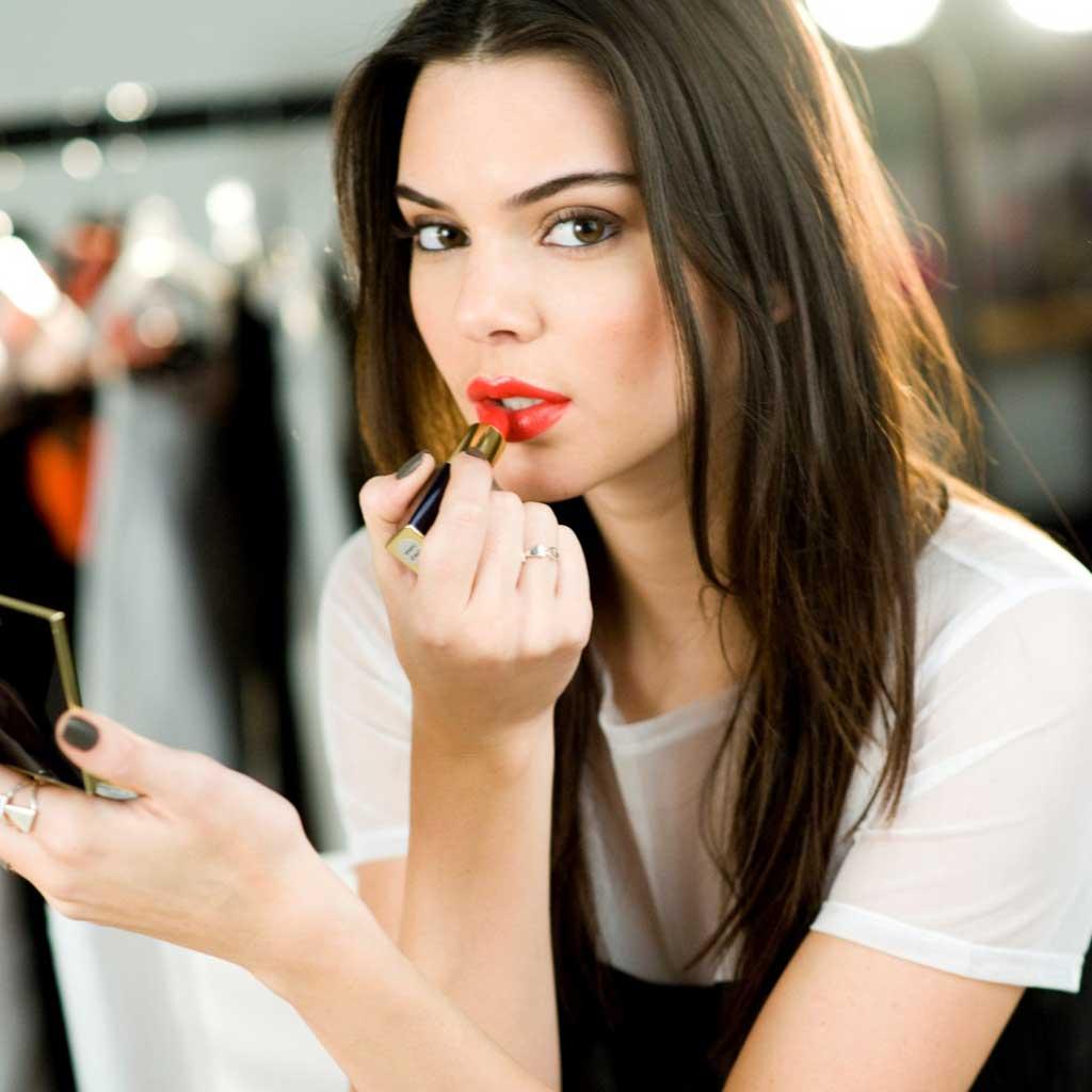 ok3-The-newest-face-of-Estée-Lauder-Kendall-Jenner.-Photo-courtesy-of-Estée-Lauder