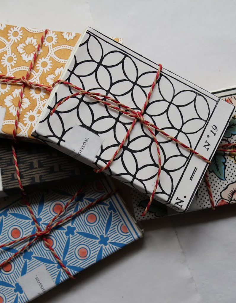 papier dominote paquet cadeau antoinette poisson.jpg