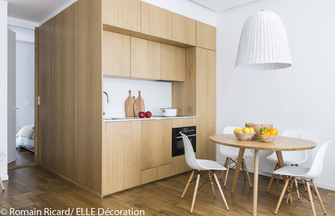 Visite en 3d d 39 un appartement malin de 40 m elle d coration for Table d architecte en bois