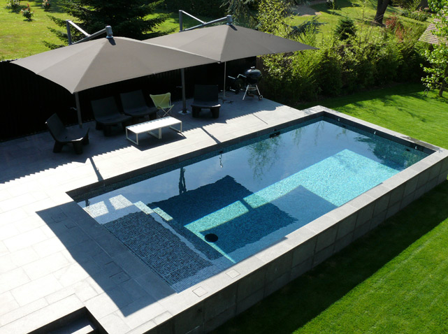 Piscine les 3 tendances de cet t elle d coration for Piscines semi enterrees