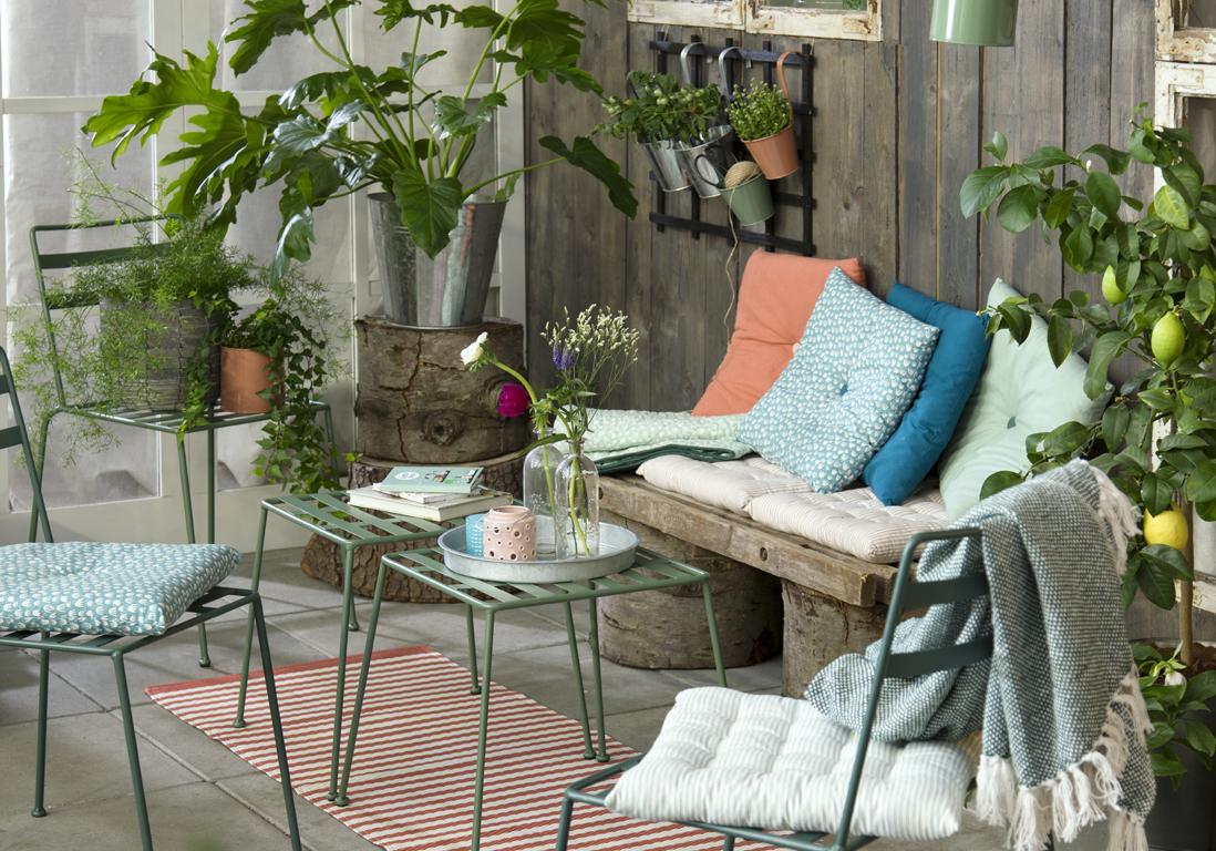 les 5 secrets d 39 une terrasse relook e petit prix elle d coration. Black Bedroom Furniture Sets. Home Design Ideas