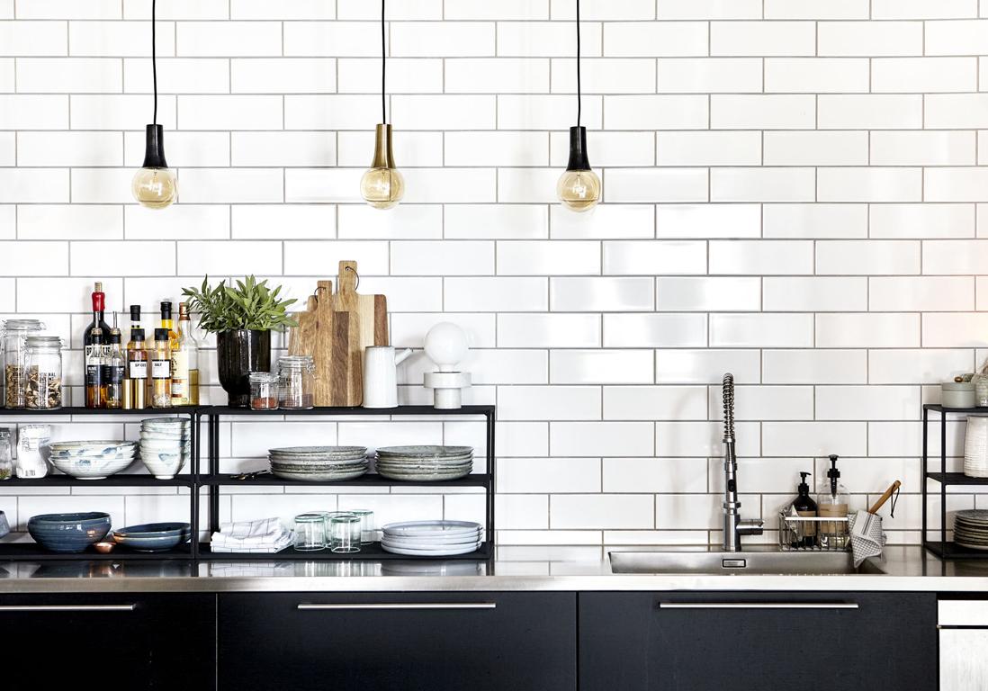 suspensions ampoules dans la cuisine
