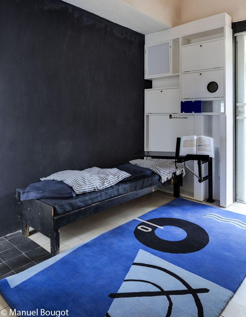 eileen gray villa e 1027 la c l bre villa d 39 eileen gray rena t sur un site architectural. Black Bedroom Furniture Sets. Home Design Ideas