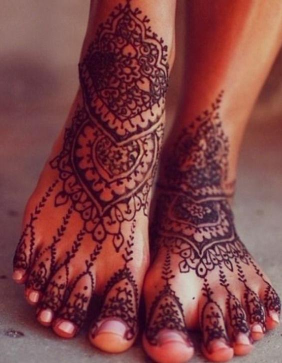 Tatouage au henne pieds