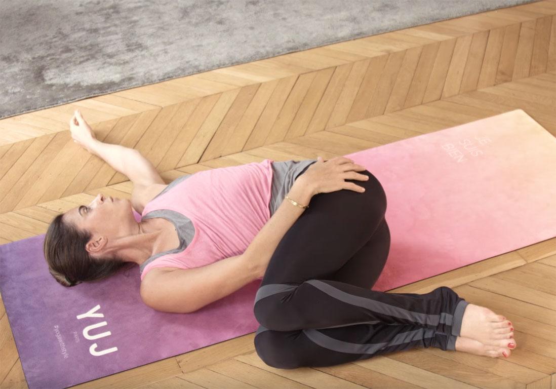 le yoga contre le mal de dos elle. Black Bedroom Furniture Sets. Home Design Ideas