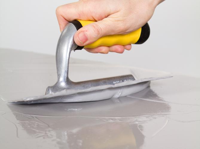 Revetement pour meuble de cuisine pose parquet massif techniques et motifs pour rchauffer for Peinture aspect beton cire