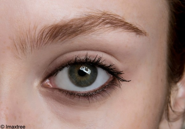 maquillage des yeux en amande notre tuto pour maquiller les yeux en amande elle. Black Bedroom Furniture Sets. Home Design Ideas
