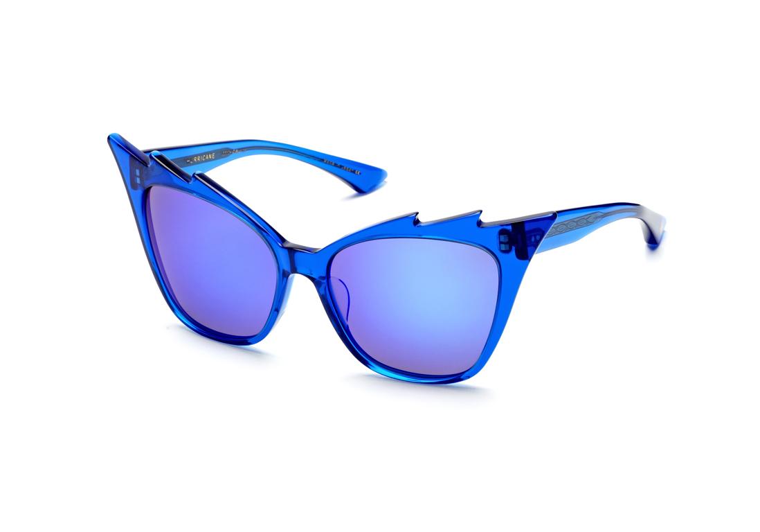 e9e3eb22d6c81 Lunettes de soleil effet miroir bleu Dita - 20 lunettes de soleil miroir  pour passer un été stylé - Elle