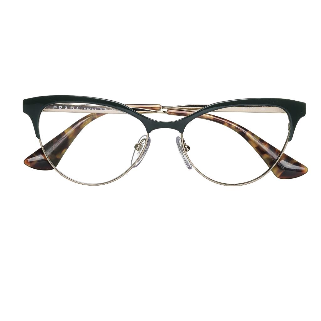 43b1f84d11b0f Lunettes de vue Prada Eyewear - 8 paires de lunettes pour femmes qui nous  font de l oeil - Elle