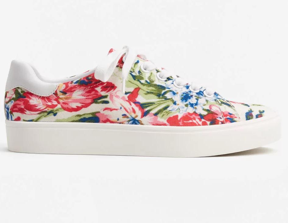 d9fcc20db86 Baskets à fleurs Mango - On veut des baskets à fleurs - Elle