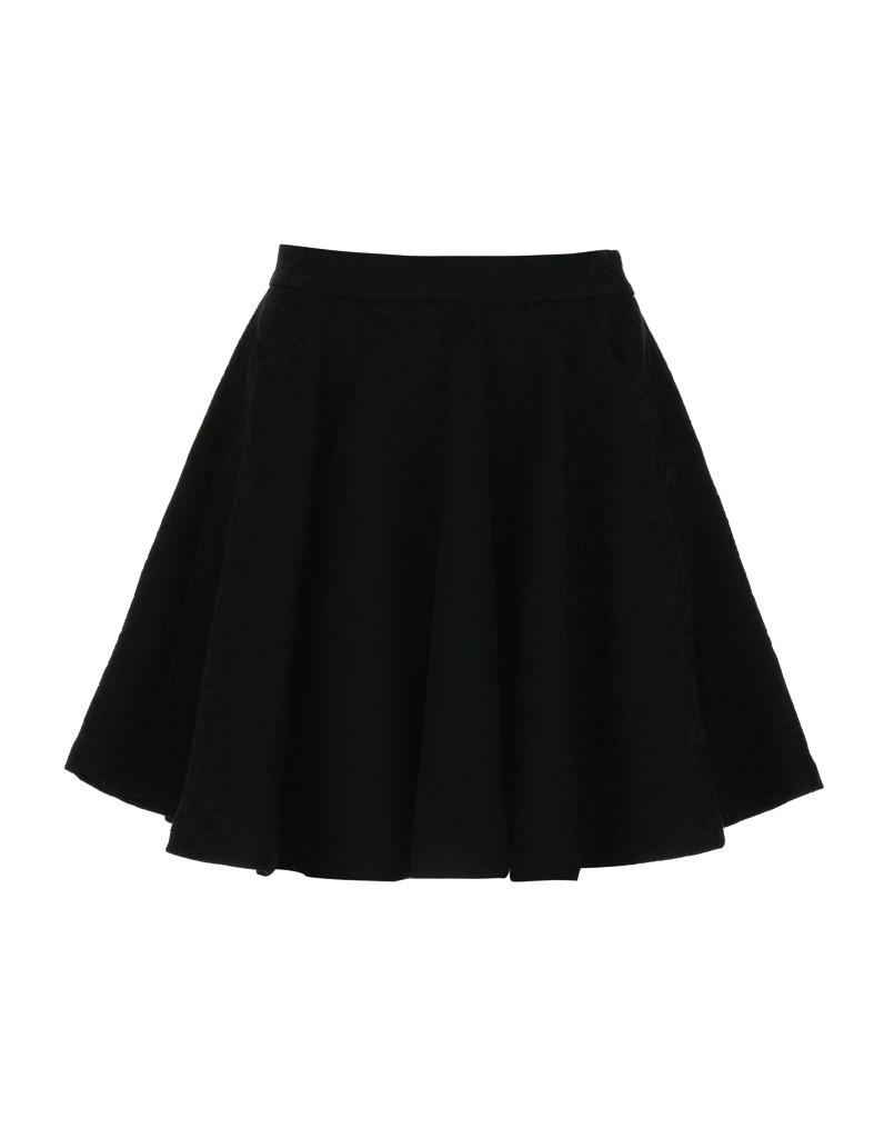 jupe patineuse noire avec quelles chaussures la porter tendances de mode. Black Bedroom Furniture Sets. Home Design Ideas