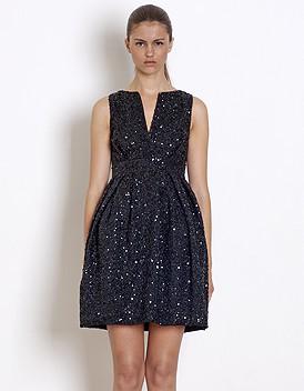 tenue de f te la petite robe noire se met en quatre elle. Black Bedroom Furniture Sets. Home Design Ideas