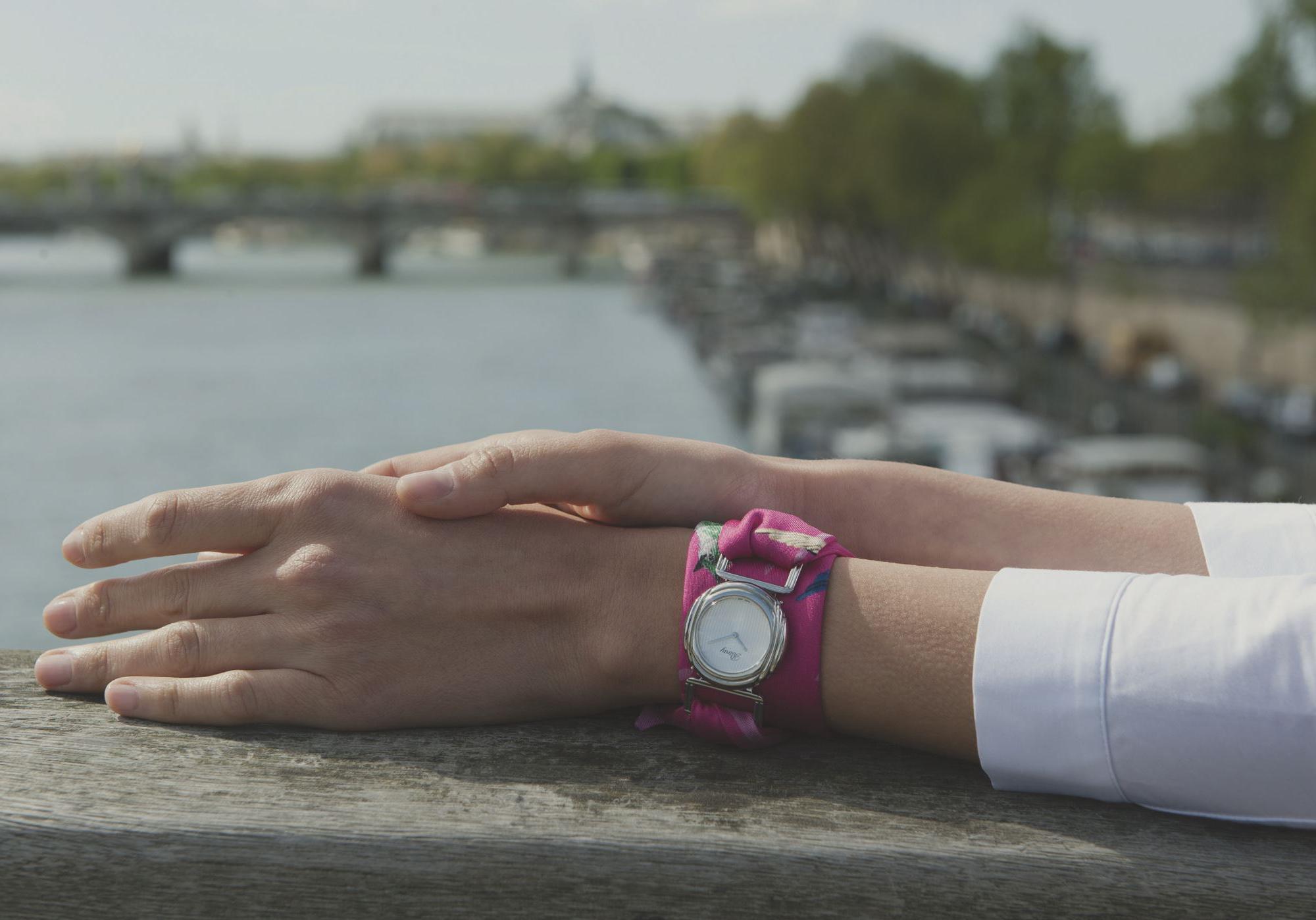 c8ef49a4002 Poiray x Inès de Parcevaux   la collab montre de l été - Elle