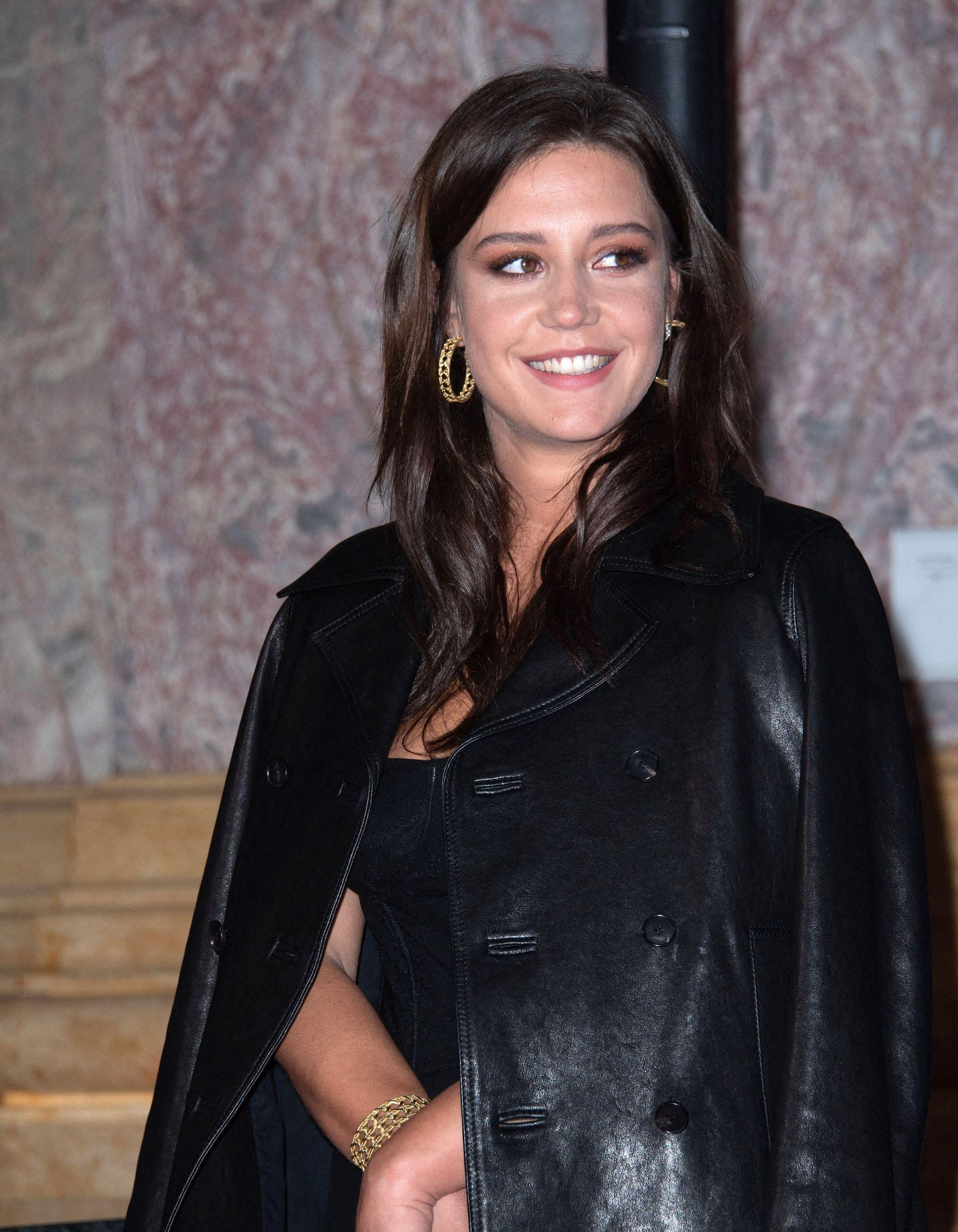 Adele Exarchopoulos : elle match avec brio la robe/baskets - Elle