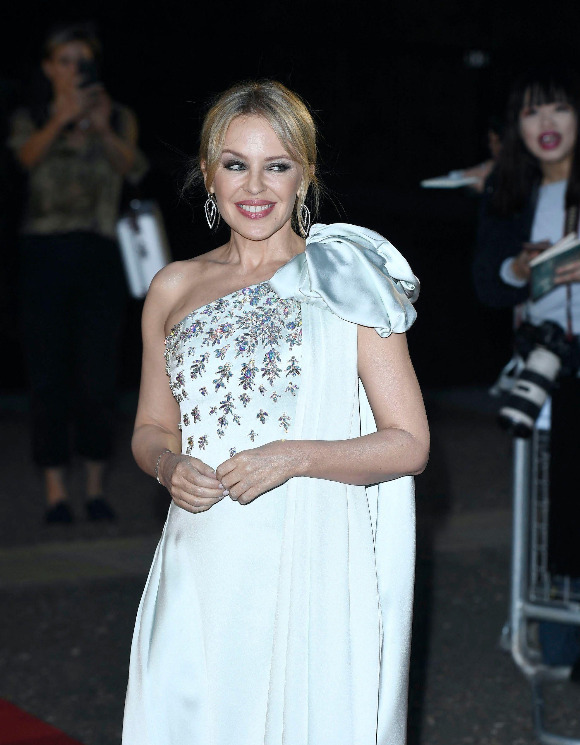 Kylie Minogue porte la parfaite combinaison pour un pique-nique - Elle