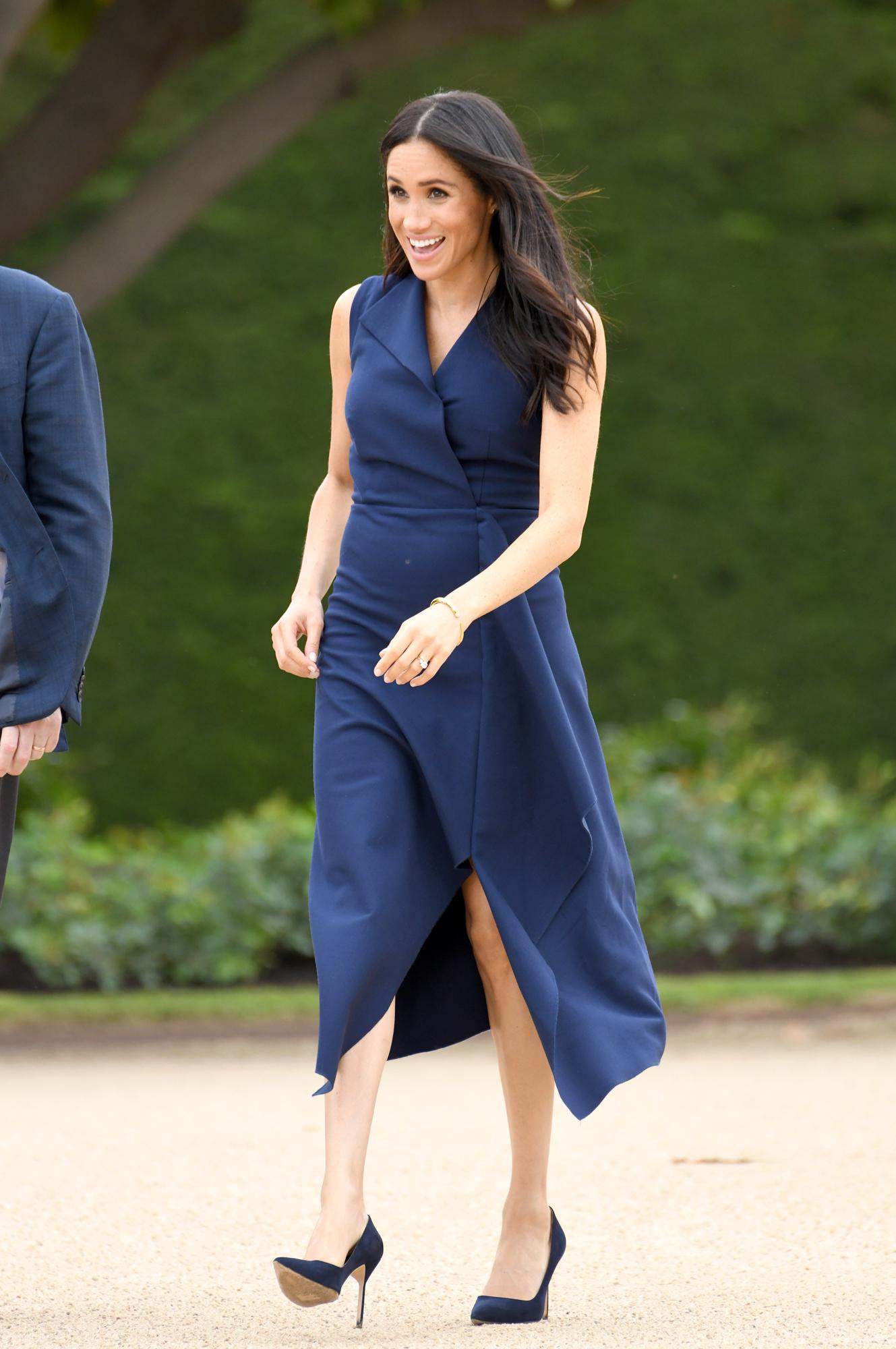 Meghan Markle En Robe Bleu Nuit Les Plus Beaux Looks De Meghan Markle Elle