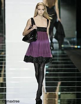 http://www.elle.fr/var/plain_site/storage/images/mode/les-conseils-mode/question-mode/comment-porter-le-violet/1606313-3-fre-FR/comment_porter_le_violet_mode_large_qualite.jpg