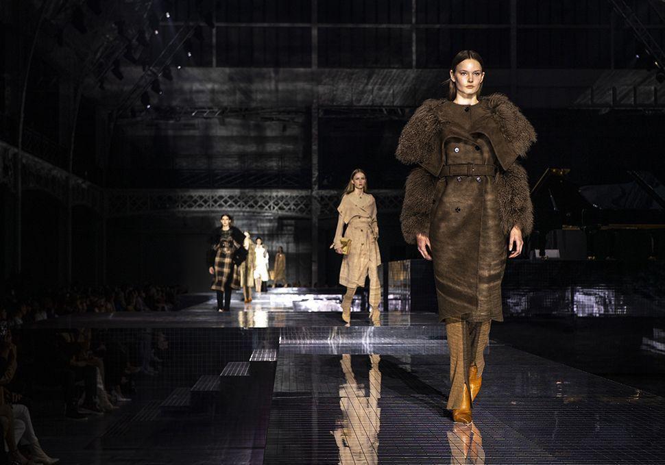 Fashion Week de Londres : Brexit, Covid-19 et mode non genrée - Elle