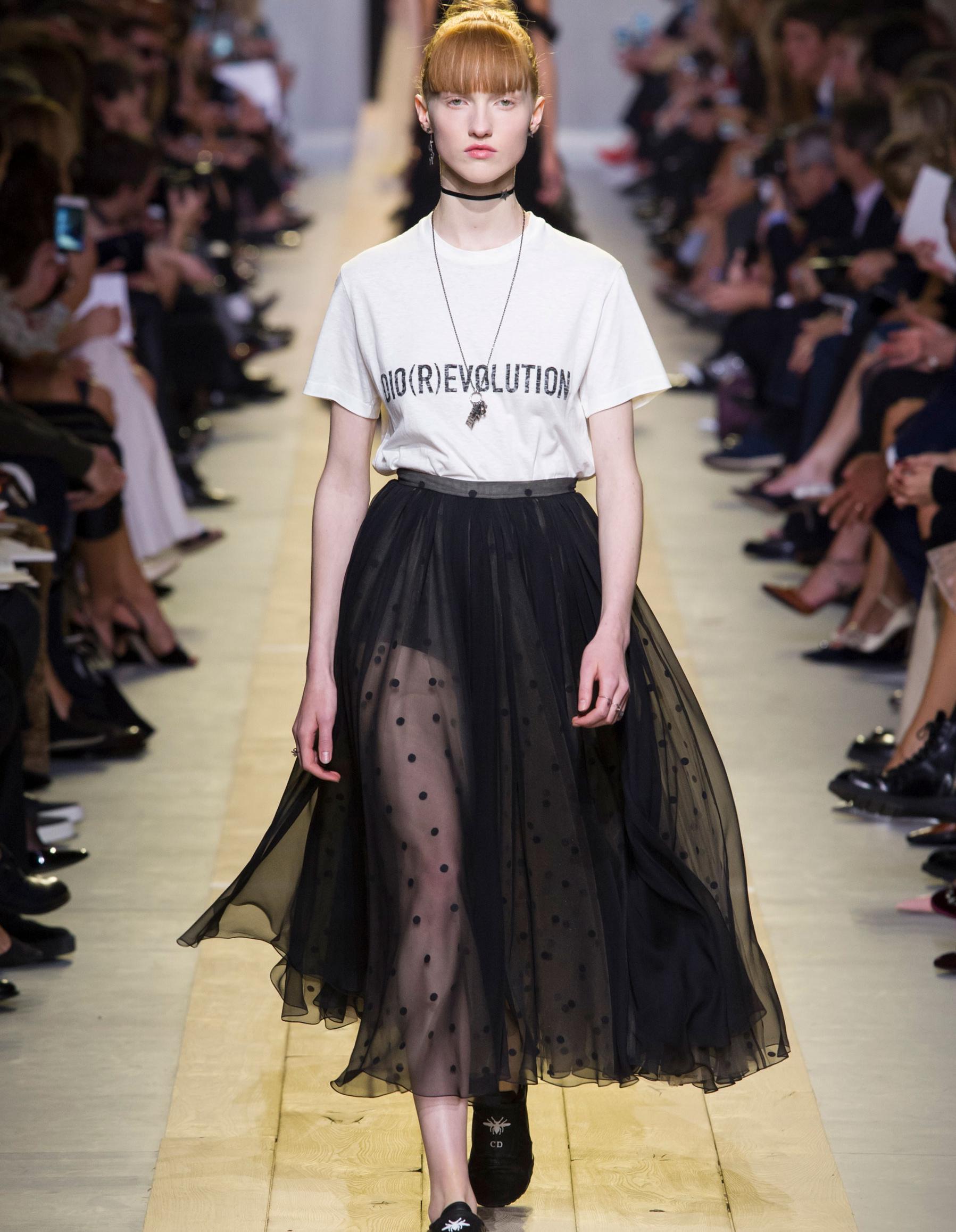 fef3eb7c616 Défilé Christian Dior Prêt à porter printemps-été 2017 - Paris - Elle