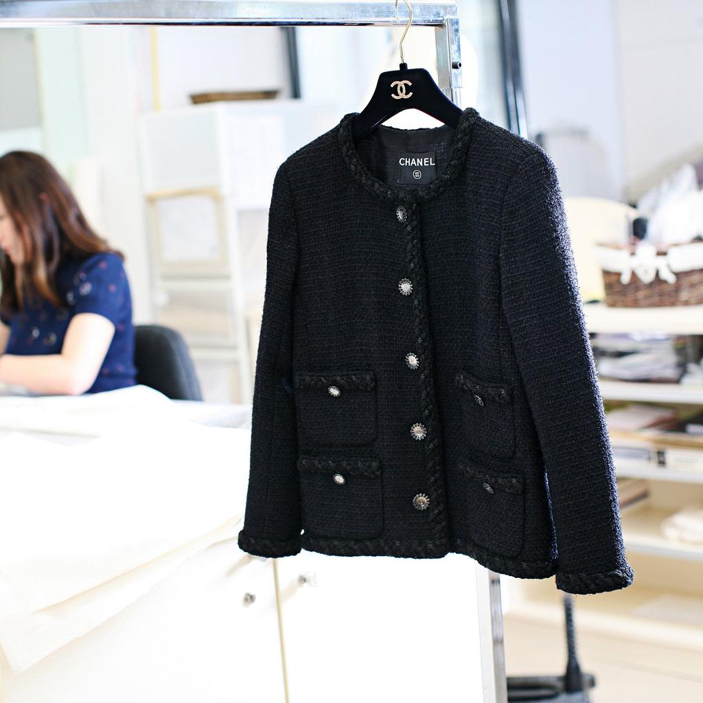 2b759893db5 Les secrets de la veste Chanel - Elle