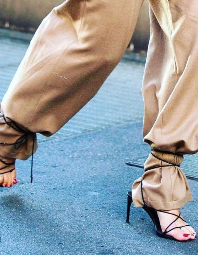 Voici la nouvelle façon de porter sa paire de talons - Elle