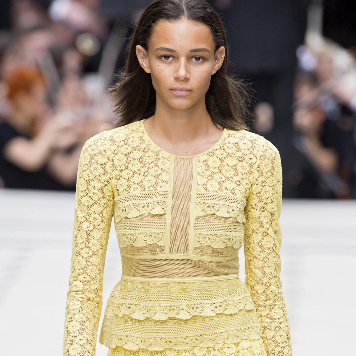 Burberry tente une approche inédite de la Fashion Week