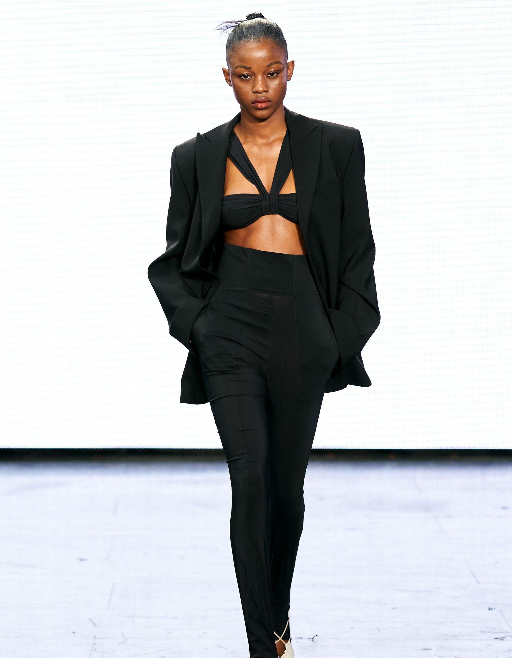 Fashion Week de Londres : le premier défilé de Nensi Dojoka