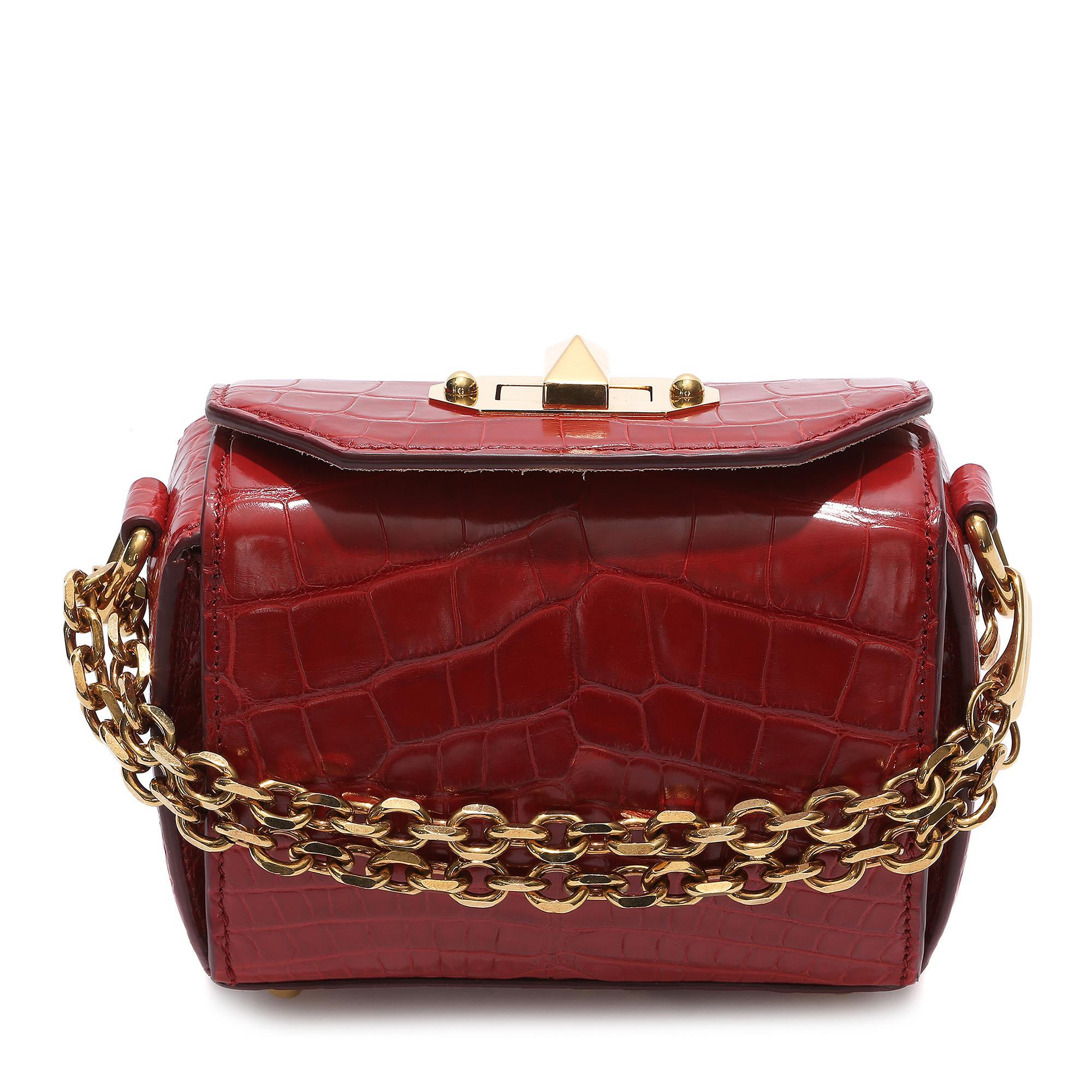 c3c6b8918ff L instant mode   Alexander McQueen relance son Box Bag - Elle