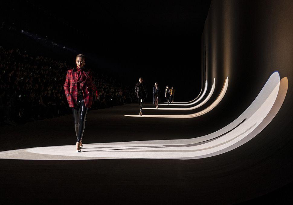 Rompre avec la Fashion Week, une stratégie payante pour les maisons de mode ? - Elle