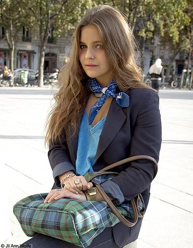 Mode street style look rue tendance foulard sac carreaux - Mode carreaux ...