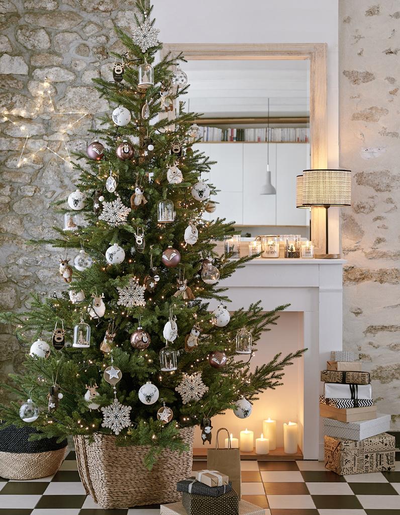 Sapin De Noel Avec Pied noël : on décore la maison avec un panier en guise de pied