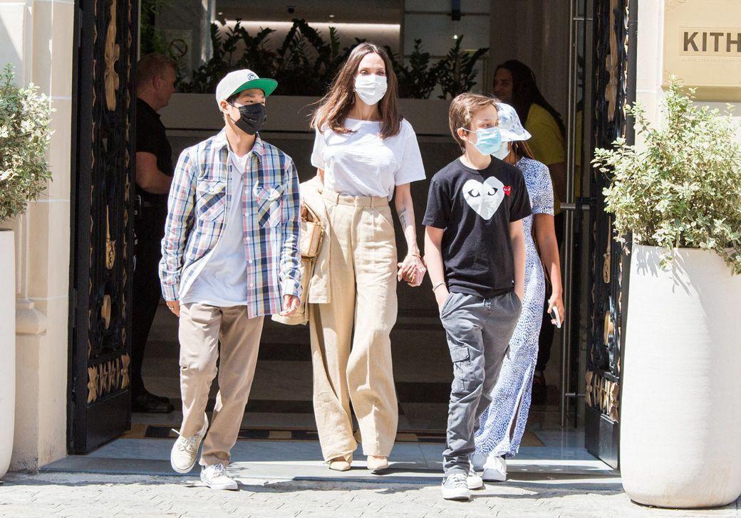 Angelina Jolie entourée de ses enfants : elle s'offre une virée remarquée à Paris - Elle
