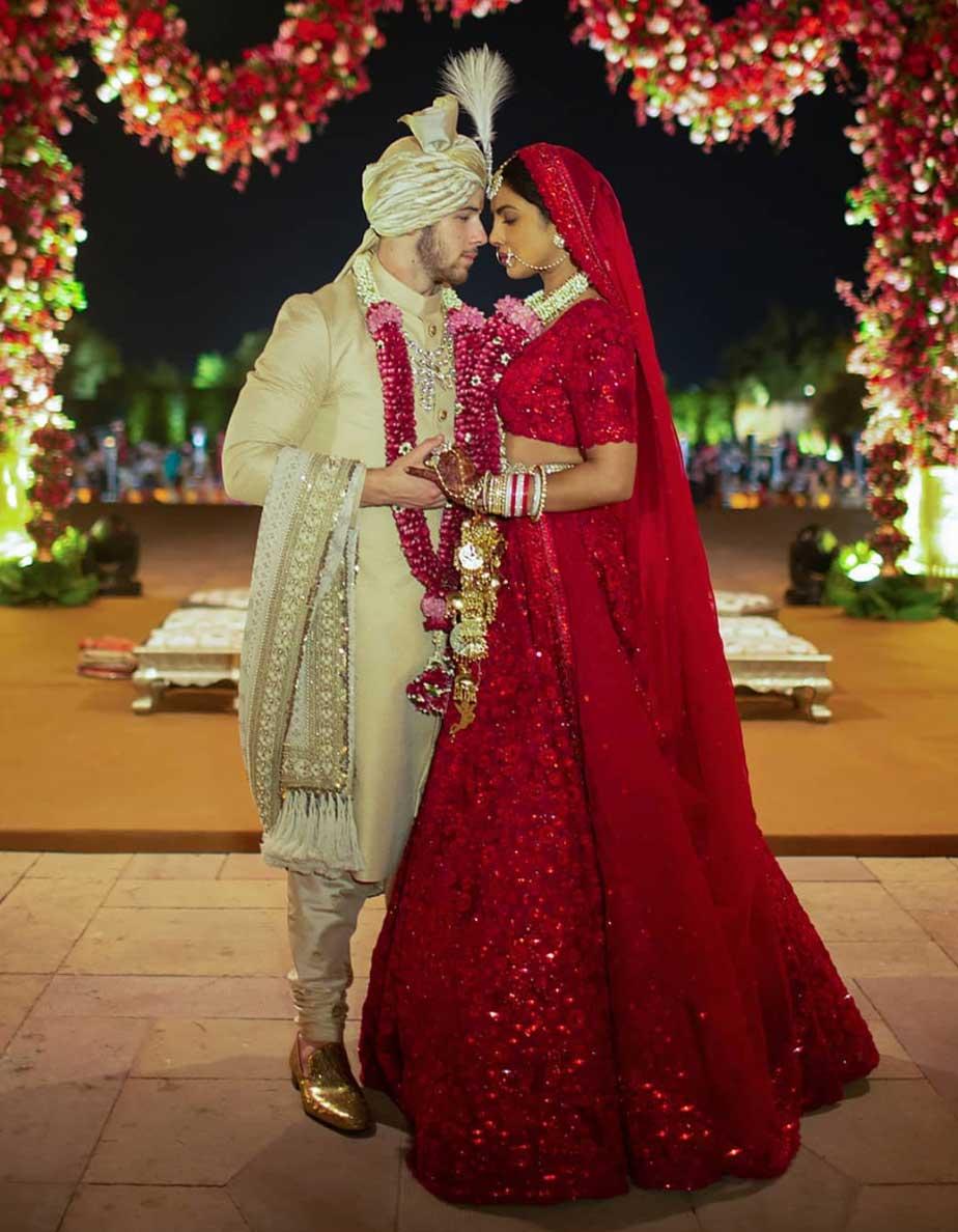 d couvrez les photos magnifiques du mariage de priyanka chopra et nick jonas elle. Black Bedroom Furniture Sets. Home Design Ideas