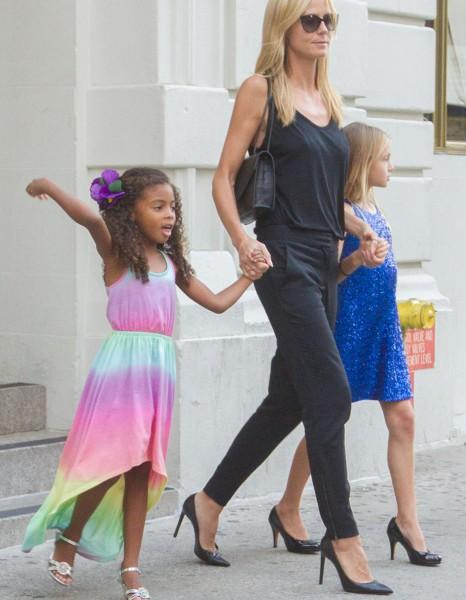 heidi klum ses filles portent des talons 10 et 4 ans elle. Black Bedroom Furniture Sets. Home Design Ideas