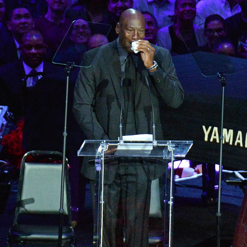 Hommage à Kobe Bryant : les larmes de Michael Jordan - Elle