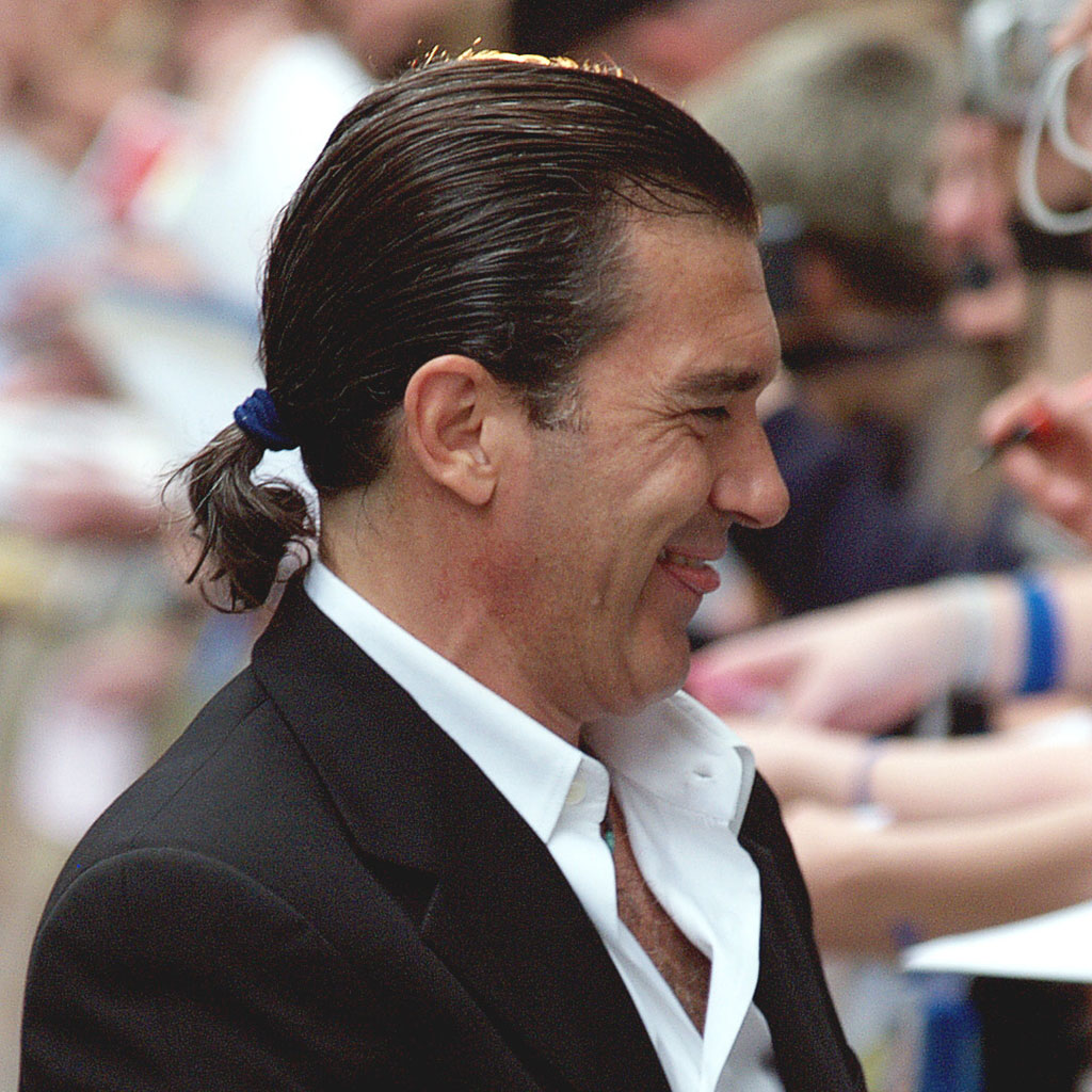 Antonio Banderas - Hommes à chignon et queue de cheval… On aime ou on  déteste   - Elle 6ed06f06c7f