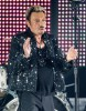Johnny Hallyday « se réveille doucement »