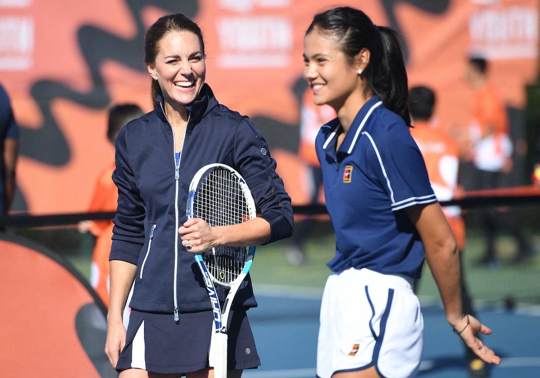 Kate Middleton, reine du court de tennis aux côtés de la championne Emma Raducanu - Elle