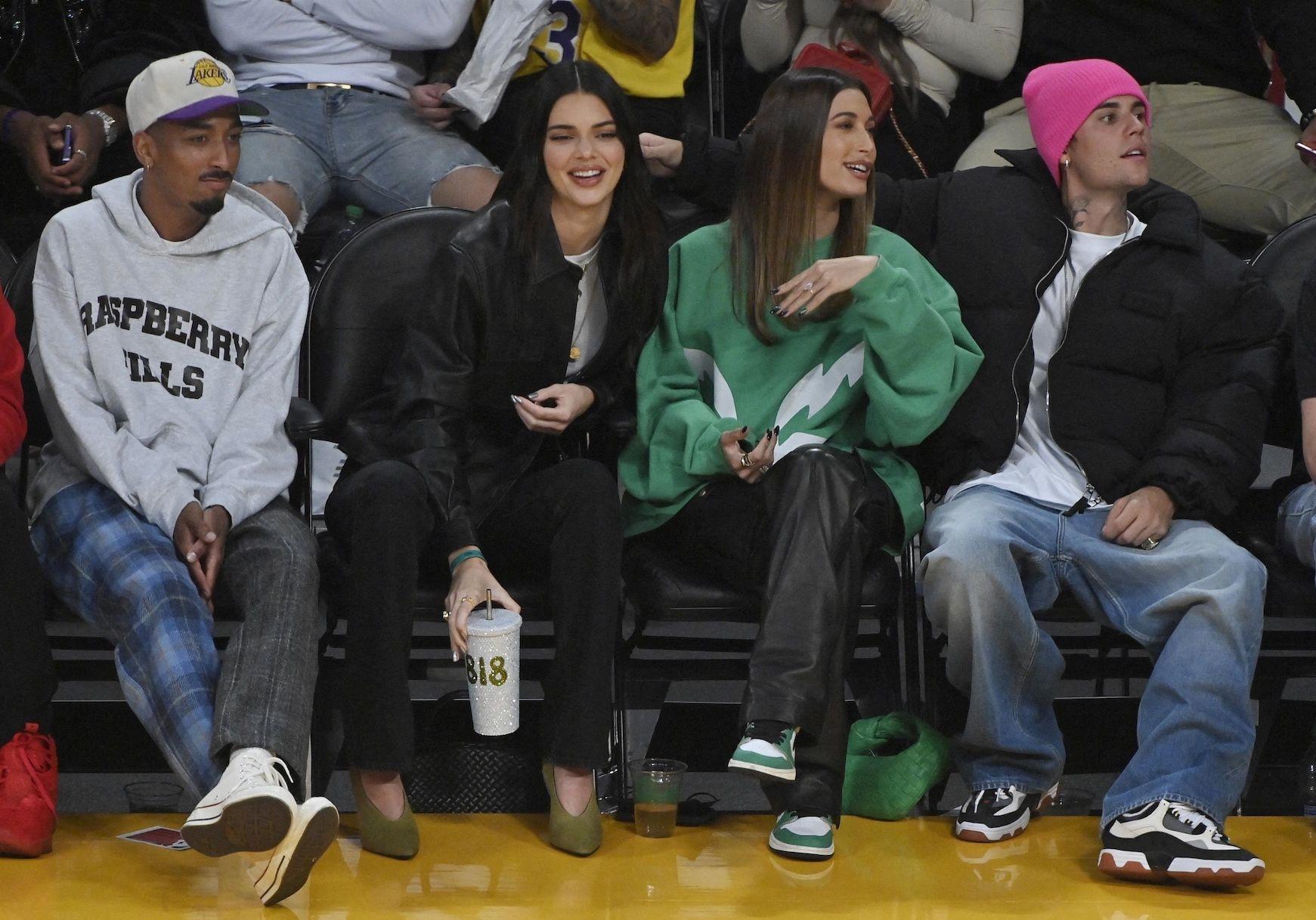 Kendall Jenner, Hailey et Justin Bieber réunis dans les tribunes d'un match de basket