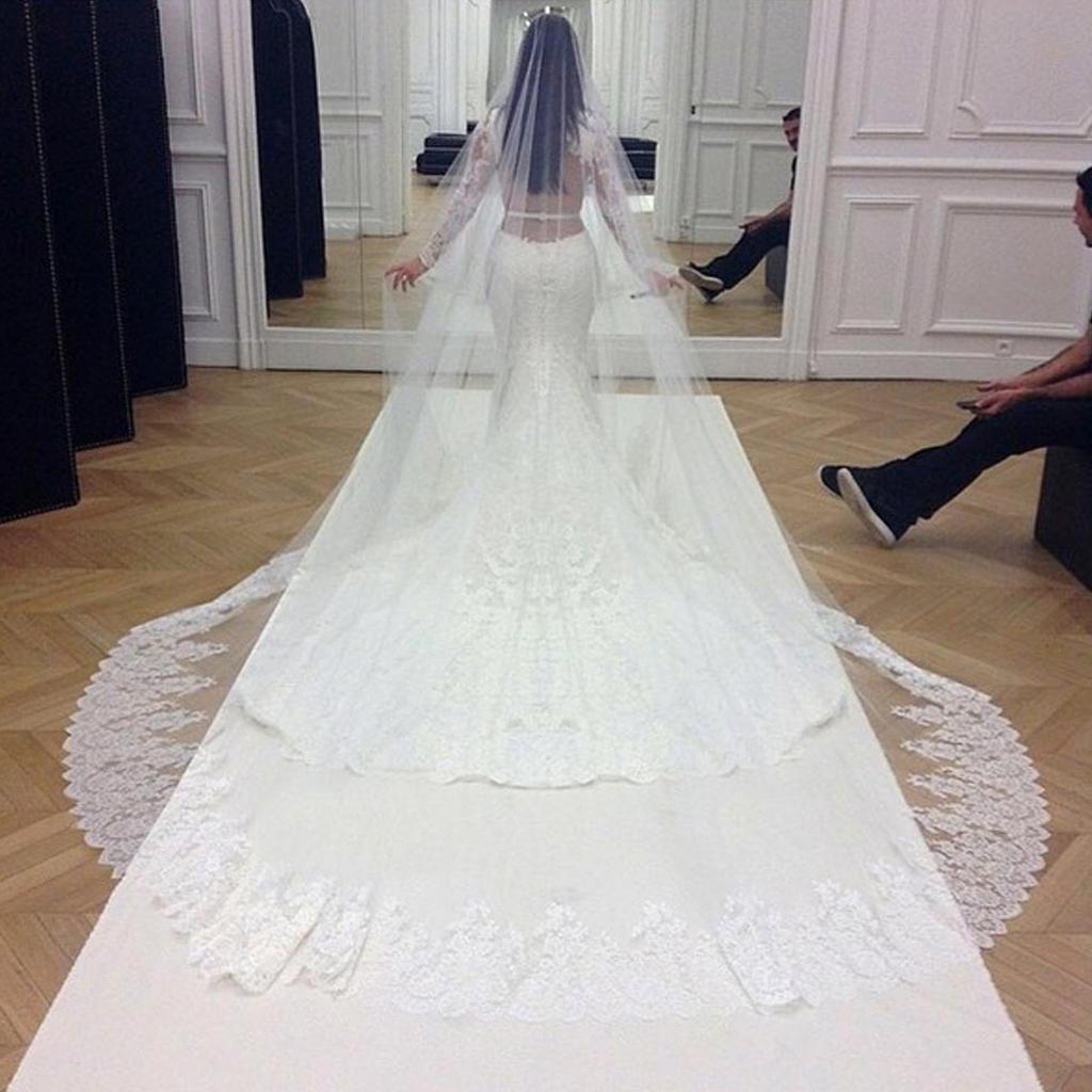 La robe de Kim signée Givenchy , Kim Kardashian et Kanye West  toutes les  photos du mariage , Elle