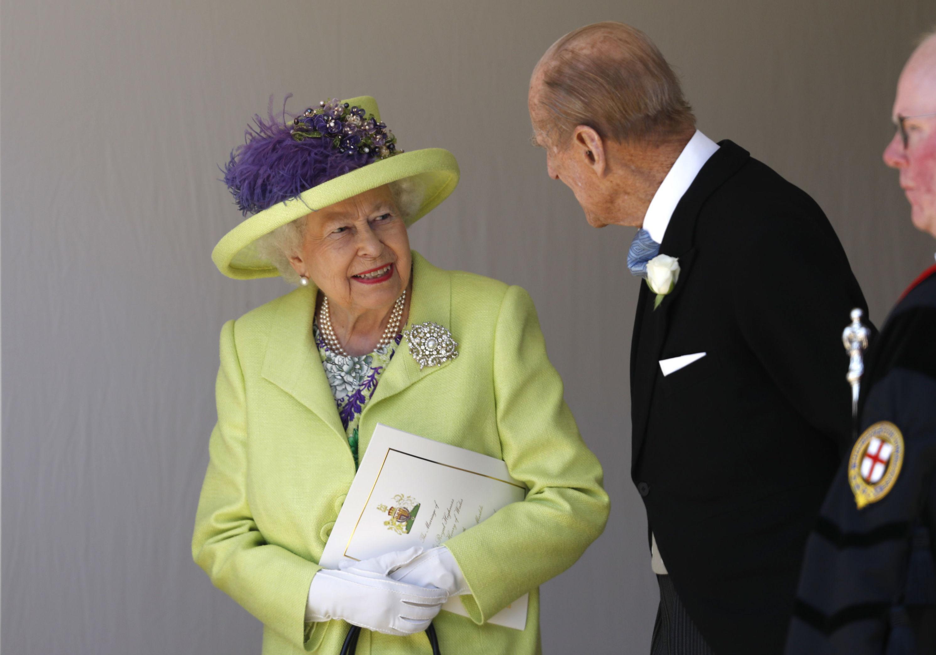 Mariage du prince Harry et Meghan Markle  la reine Élizabeth II très  élégante pour le Jour J , Elle